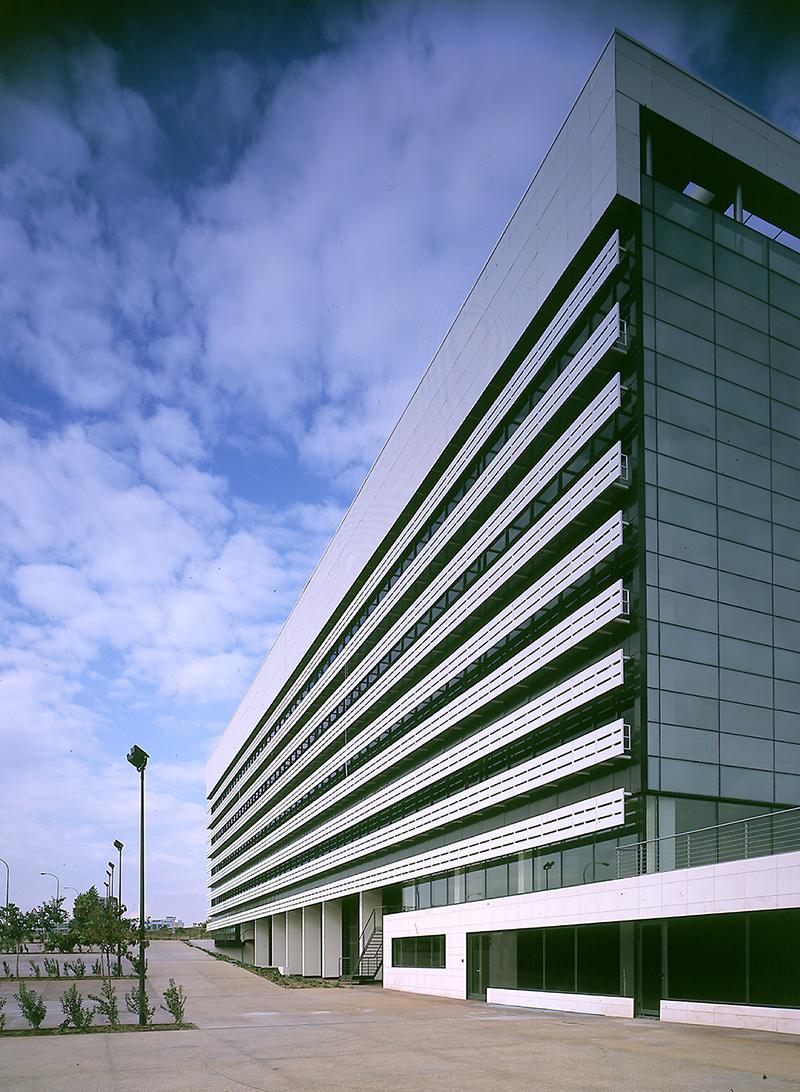 Edificio iris allende arquitectos - Arquitectos de madrid ...