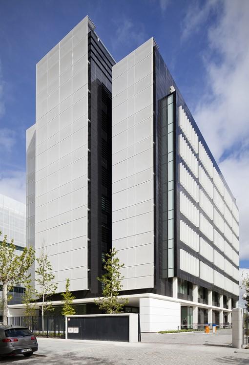 Edificio de oficinas en pegaso city madrid allende arquitectos - Arquitectos interioristas madrid ...